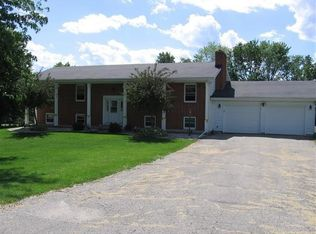 4423 Smith Dr , Deerfield WI