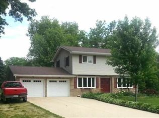128 Central Park Ave , Geneseo IL