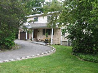 42 Woodland Rd , Roslyn NY
