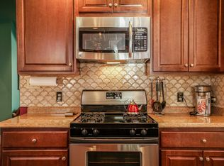 Traditional Kitchen With Breakfast Bar Amp Flush In
