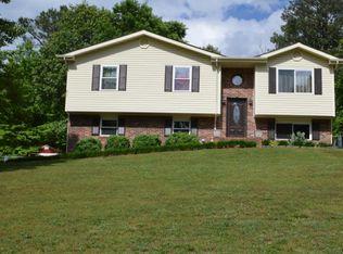 662 Ridgewood Dr , Chickamauga GA