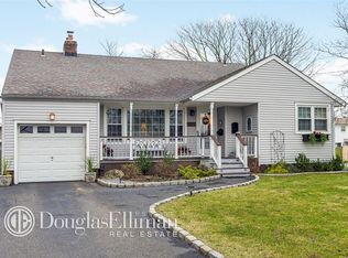 20 Clearwater Ave , Massapequa NY