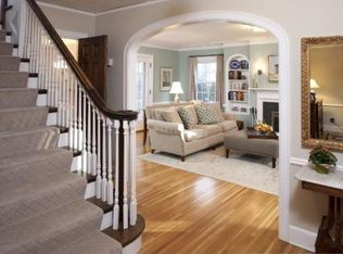 Traditional Living Room With Wall Sconce Amp Carpet In