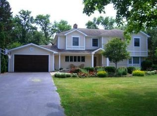 1137 Winwood Dr , Lake Forest IL