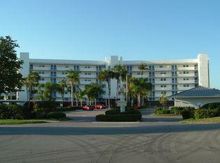 300 Park Shore Dr Apt 1F, Naples FL