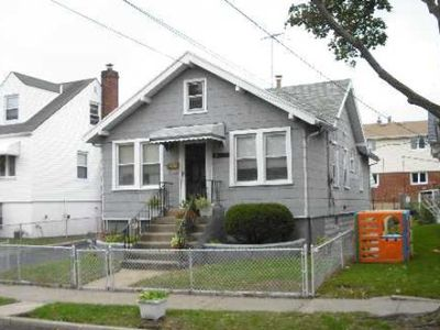 10115 158th ave jamaica ny 11414 zillow for Zillow rentals com