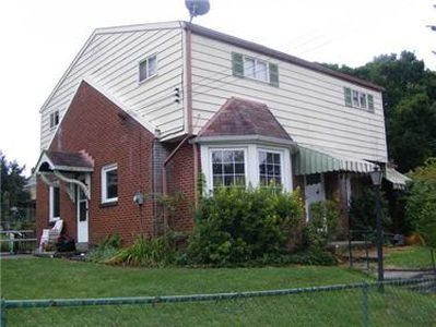 921 Hollyford Pl, Pittsburgh, PA 15216 | Zillow