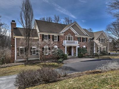 9 Pond View Rd, Chester, NJ 07930