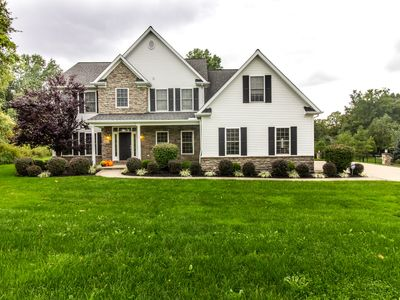 2412 Pine Valley Dr, Willoughby Hills, OH 44094