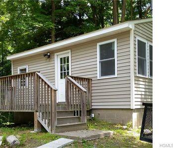 300 Bruyn Ave Pine Bush Ny 12566 Zillow