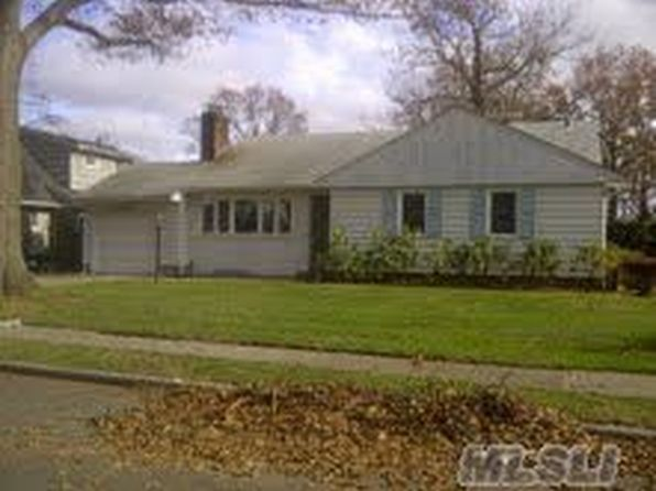 72 wilson st garden city ny 11530 zillow for Garden city pool 11530