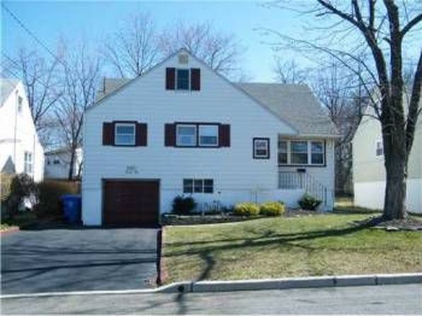 38 thistle ct fords nj 08863 zillow for 2 6 inverness terrace