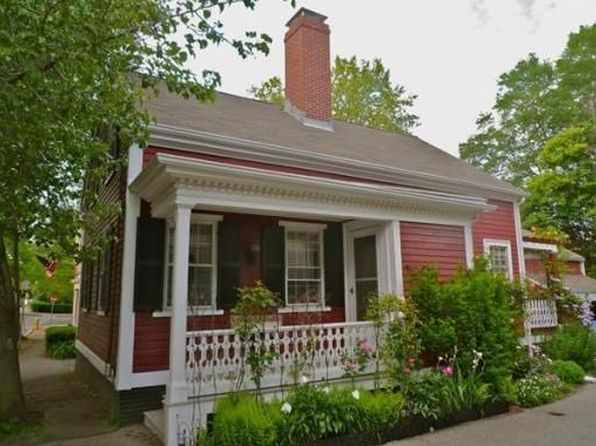12 broad st salem ma 01970 zillow for Home builders in ma
