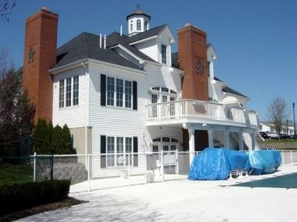 Townhomes for rent in nutley nj 4 rentals zillow for 2 bedroom apartments for rent in nutley nj