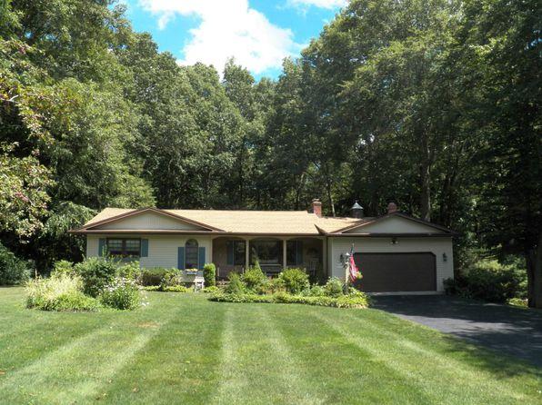 Landscaped Homes professionally landscaped yard - hamden real estate - hamden ct