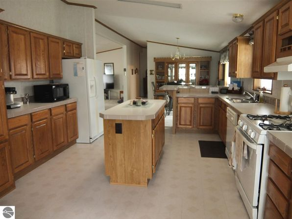 3 bed 2 bath Mobile / Manufactured at 570 Woodcreek Blvd Traverse City, MI, 49686 is for sale at 93k - 1 of 5