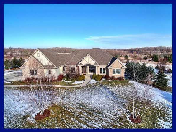 5 bed 5 bath Single Family at 5224 Fox Hollow Dr Hartford, WI, 53027 is for sale at 575k - 1 of 25