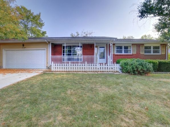 3 bed 2 bath Single Family at 115 Bell Ave Monticello, IL, 61856 is for sale at 141k - 1 of 31