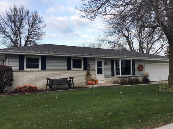 3 bed 2 bath Single Family at 370 Braatz Dr Kewaskum, WI, 53040 is for sale at 185k - 1 of 13