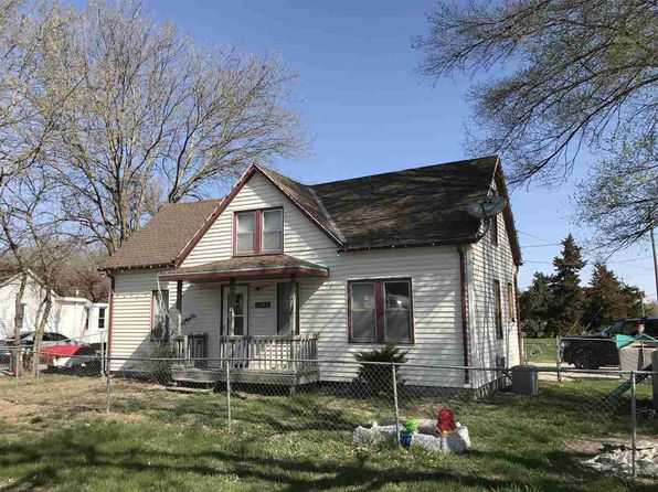 3 bed 1 bath Single Family at 1204 W Military Ave Fremont, NE, 68025 is for sale at 68k - 1 of 3