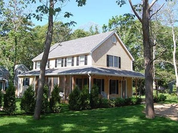 4 bed 4 bath Single Family at 21 Leslie's Ln Oak Bluffs, MA, 02557 is for sale at 889k - 1 of 26
