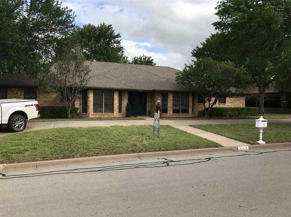 4 bed 3.5 bath Single Family at 914 Tejas Dr Burkburnett, TX, 76354 is for sale at 255k - 1 of 26