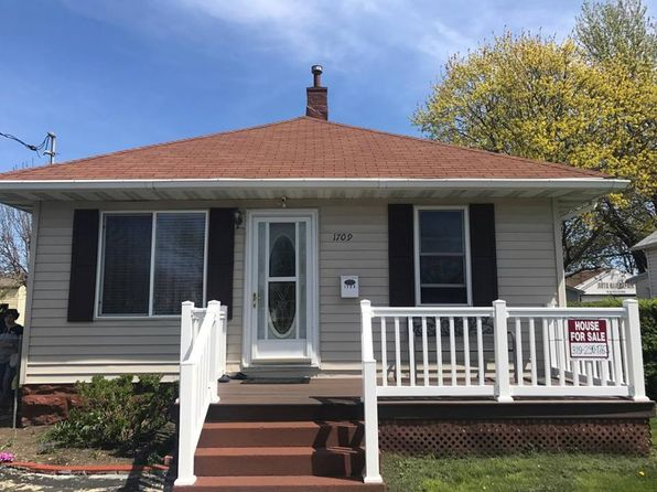 2 bed 1 bath Single Family at 1709 Commercial St Waterloo, IA, 50702 is for sale at 72k - 1 of 11