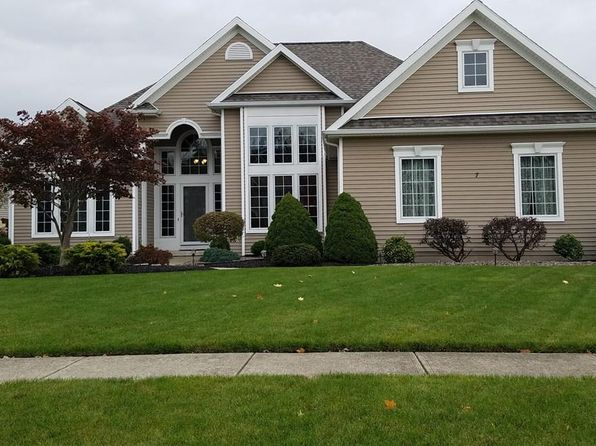 3 bed 3 bath Single Family at 7 Heathrow Ct Lancaster, NY, 14086 is for sale at 340k - 1 of 2