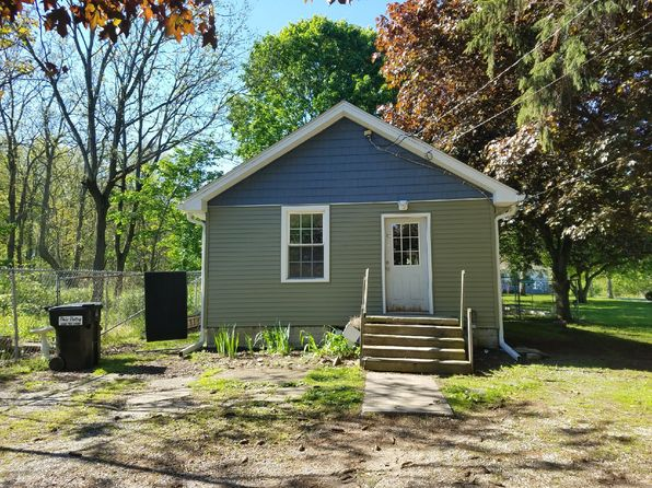 2 bed 1 bath Single Family at 1570 E County Line Rd Mineral Ridge, OH, 44440 is for sale at 40k - 1 of 14