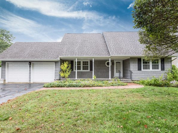 4 bed 3 bath Single Family at 16 Locksley Ln Nesconset, NY, 11767 is for sale at 420k - 1 of 17