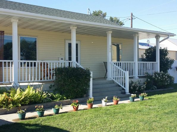 3 bed 2 bath Single Family at 300 6th Ave NE Minot, ND, 58703 is for sale at 220k - 1 of 10