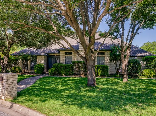 3 bed 2 bath Single Family at 4625 Hillside Dr Fort Worth, TX, 76180 is for sale at 289k - 1 of 38