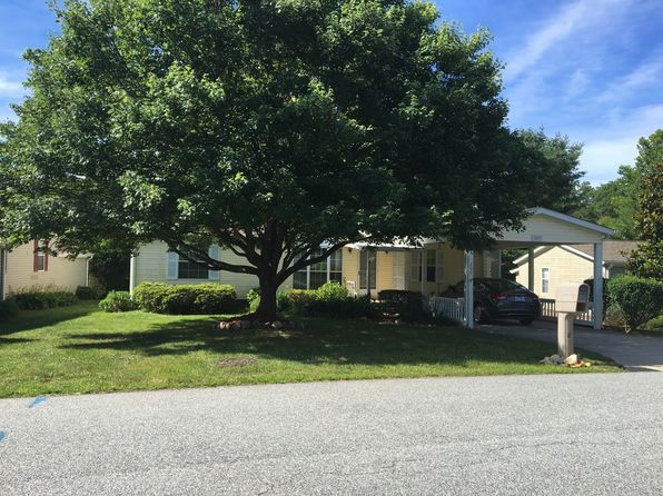 3 bed 2 bath Mobile / Manufactured at 209 Misty Ln Hendersonville, NC, 28739 is for sale at 138k - 1 of 27