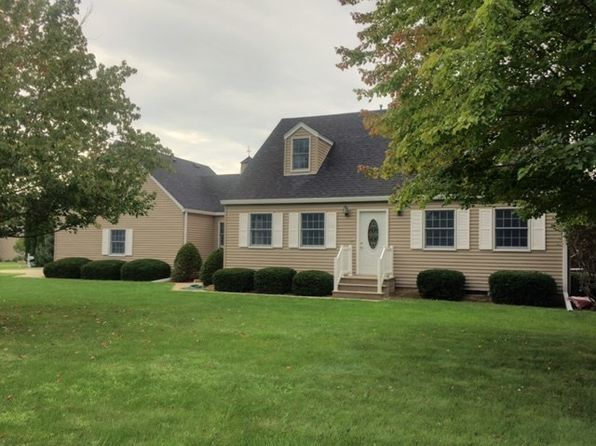 3 bed 3 bath Single Family at 28 Hickory Hls Geneseo, IL, 61254 is for sale at 200k - 1 of 16