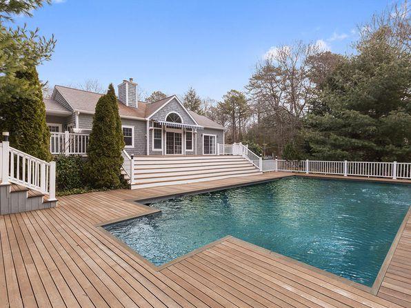 Whirlpool tub east hampton real estate east hampton ny for Houses for sale hamptons