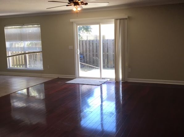 3 bed 3 bath Single Family at 825 SUGAR PLUM LN SHALIMAR, FL, 32579 is for sale at 250k - 1 of 23
