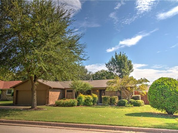 3 bed 2 bath Single Family at 1329 Lampasas Dr Benbrook, TX, 76126 is for sale at 179k - 1 of 27