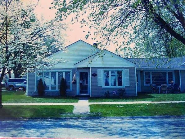 3 bed 1 bath Single Family at 9200 S 49th Ct Oak Lawn, IL, 60453 is for sale at 200k - 1 of 28