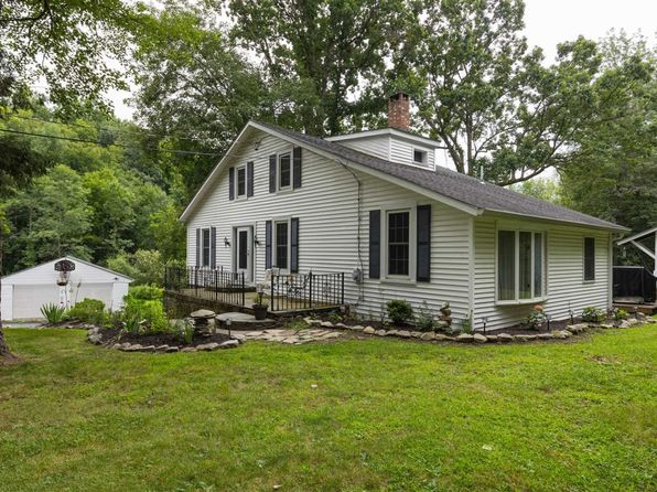 3 bed 2 bath Single Family at 422 Ruskey Ln Hyde Park, NY, 12538 is for sale at 324k - 1 of 23