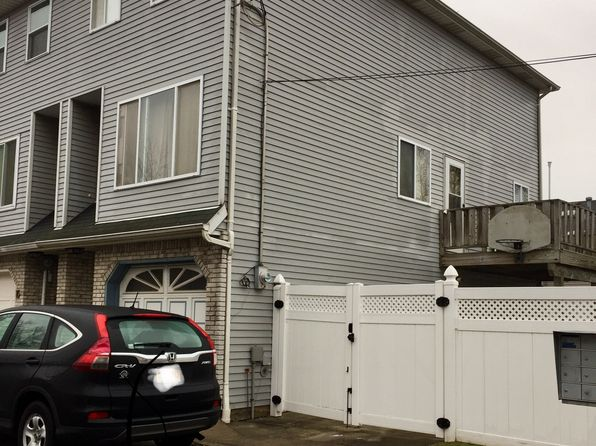 2 bed 2 bath Townhouse at 14 PATTY CT STATEN ISLAND, NY, 10312 is for sale at 439k - 1 of 19