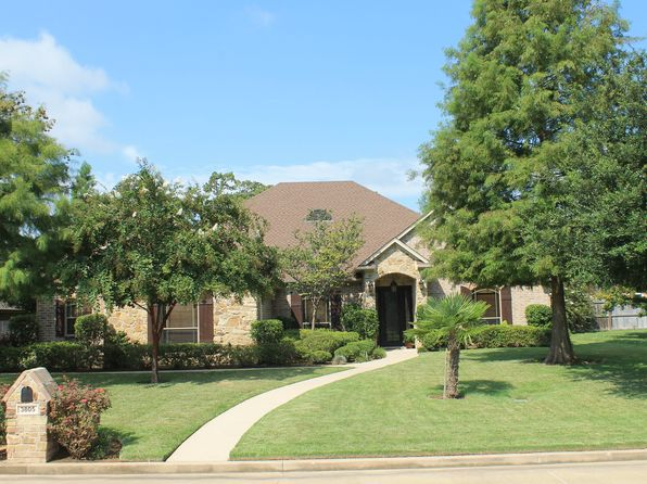 4 bed 3 bath Single Family at 3805 HOBSON ST LONGVIEW, TX, 75605 is for sale at 413k - 1 of 16