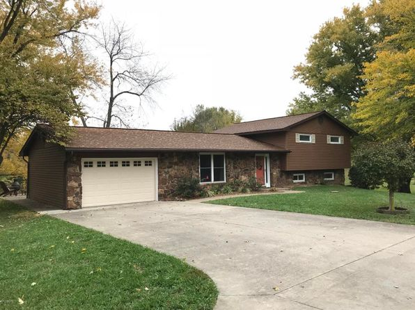3 bed 2 bath Single Family at 200 Woodriver Dr De Soto, IL, 62924 is for sale at 165k - 1 of 37