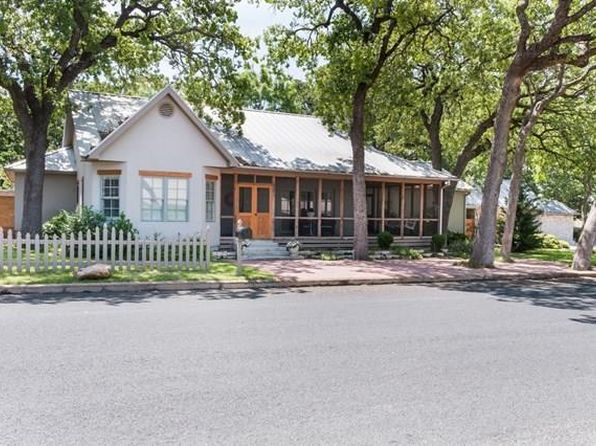 3 bed 3.5 bath Single Family at 501 N Washington St Fredericksburg, TX, 78624 is for sale at 895k - 1 of 37