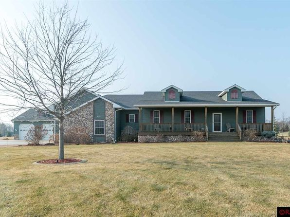 5 bed 3 bath Single Family at 423 Doppy Ln Le Sueur, MN, 56058 is for sale at 450k - 1 of 25