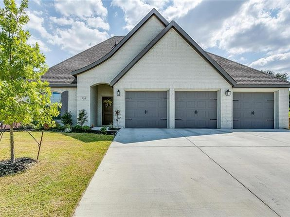 3 bed 3 bath Single Family at 505 Inwood St Benbrook, TX, 76126 is for sale at 348k - 1 of 36