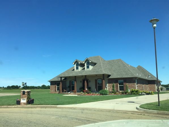 3 bed 3 bath Single Family at 2002 Lindsey Ln Prague, OK, 74864 is for sale at 280k - 1 of 5
