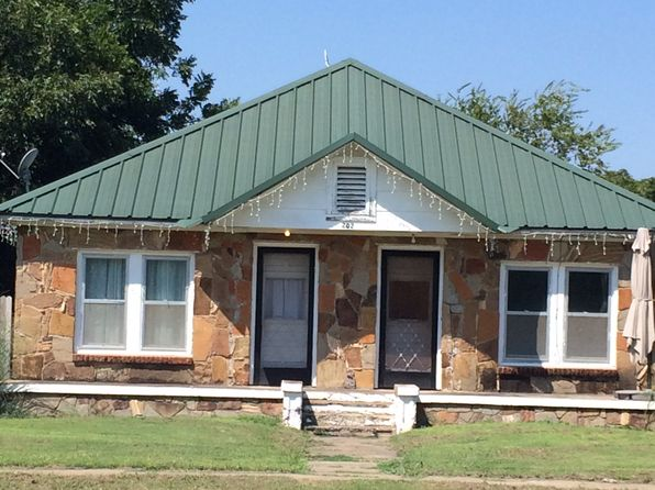 3 bed 3 bath Single Family at 202 Lincoln Ave Strawn, TX, 76475 is for sale at 70k - 1 of 13