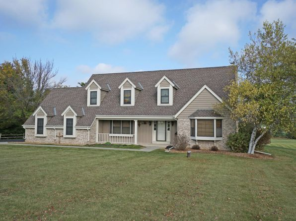4 bed 3 bath Single Family at S31W34846 Holland Ln Oconomowoc, WI, 53066 is for sale at 425k - 1 of 25