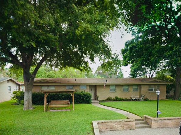 4 bed 2 bath Single Family at 1513 W Gardenia Ave McAllen, TX, 78501 is for sale at 190k - 1 of 9