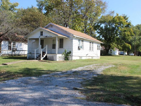 2 bed 1 bath Single Family at 205 N Plum St De Soto, IL, 62924 is for sale at 30k - 1 of 8